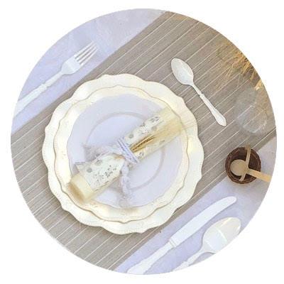 שולחן שבועות לבן אלגנטי
