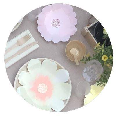 שולחן שבועות פרחוני Meri Meri