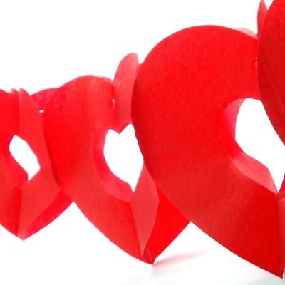 שרשרת לבבות אדומים