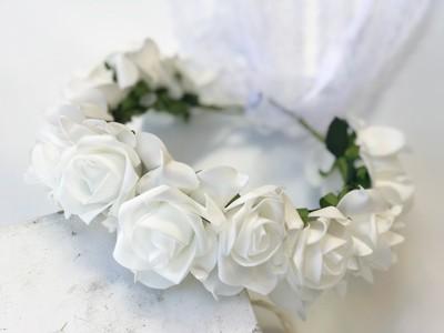 זר פרחים לבנים לראש