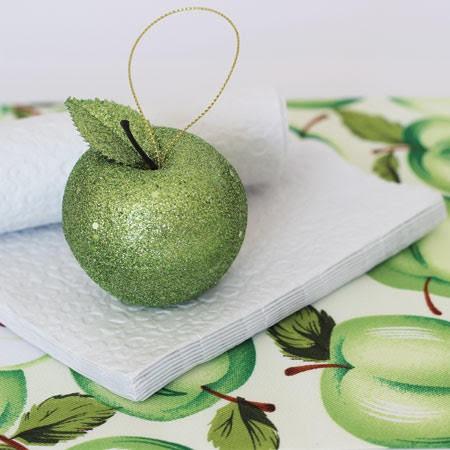 שלישיית תפוחים ירוקים נוצצים לקישוט