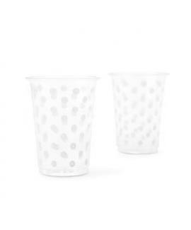 כוסות שקופות עם נקודות לבנות
