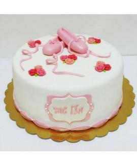 עוגה בצק סוכר ליום הולדת בלט
