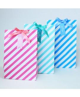 שקיות צבעוניות עם ממתקים