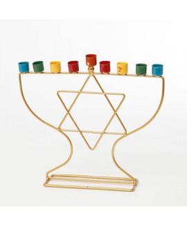 חנוכיה בעיטור מגן דוד עם בתי נרות צבעוניים