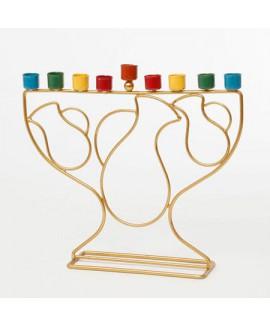 חנוכיה בעיצוב כדים עם בתי נרות צבעוניים