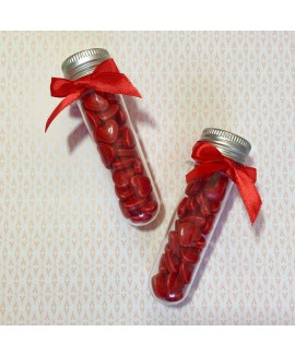 מתנות לאורחים מבחנות עם סוכריות לב
