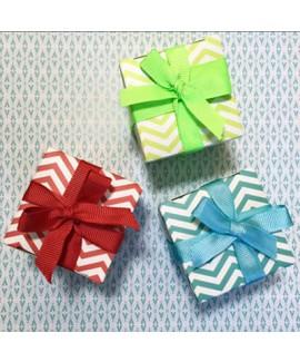 מתנות לאורחים קופסה בצבעים במילוי סוכריות