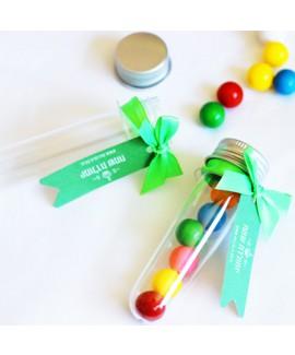 מתנות לאורחים מבחנות עם סוכריות צבעוניות