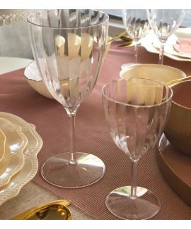 כוסות יין קטנות מעוטרות חלק אחד