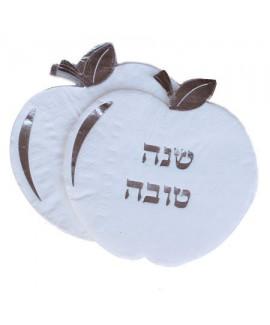מפיות לבנות בצורת תפוח עם עיטור כסף